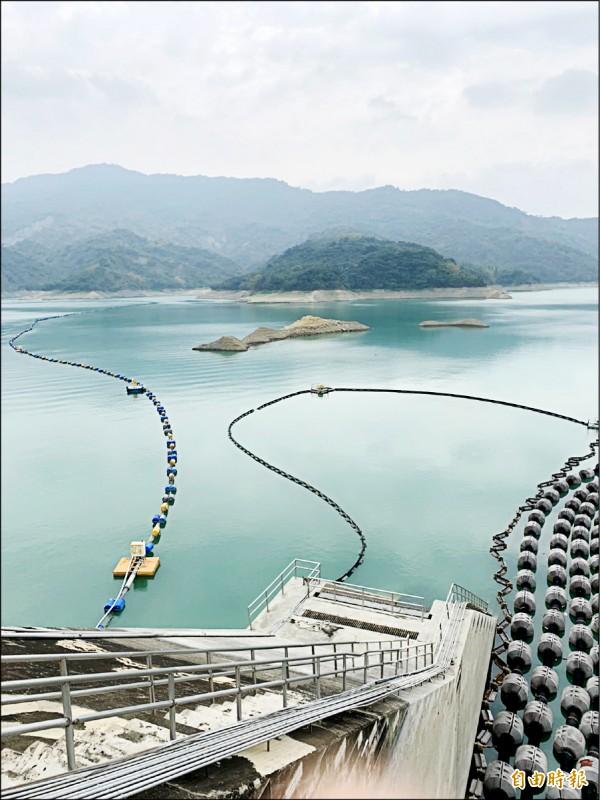 南化水庫蓄水率面臨四成保衛戰,水情是莫拉克風災以來同期最差。(記者吳俊鋒攝)