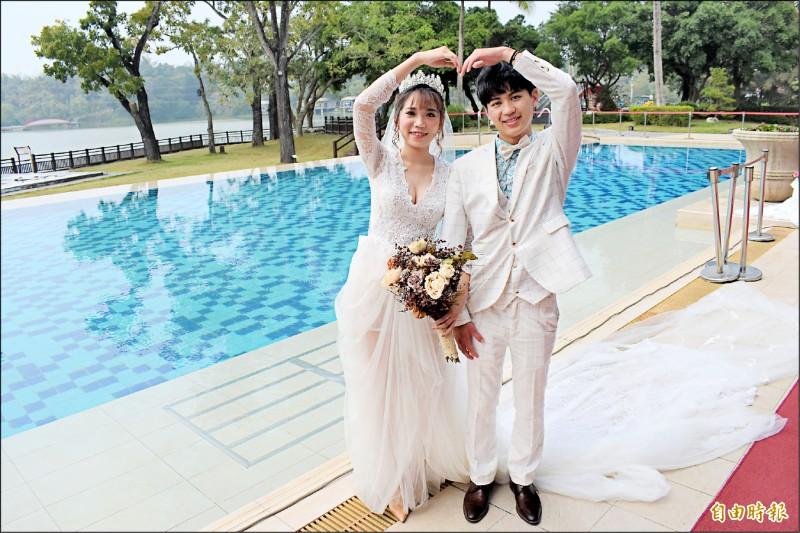 新人到台南辦戶外婚禮,有不少美景場域可拍婚紗。(記者楊金城攝)