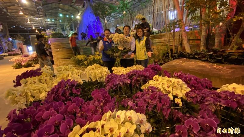 2020台灣國際蘭展延期舉辦,布展的10萬株蘭花分送到台南各景點布展宣傳。(記者楊金城攝)