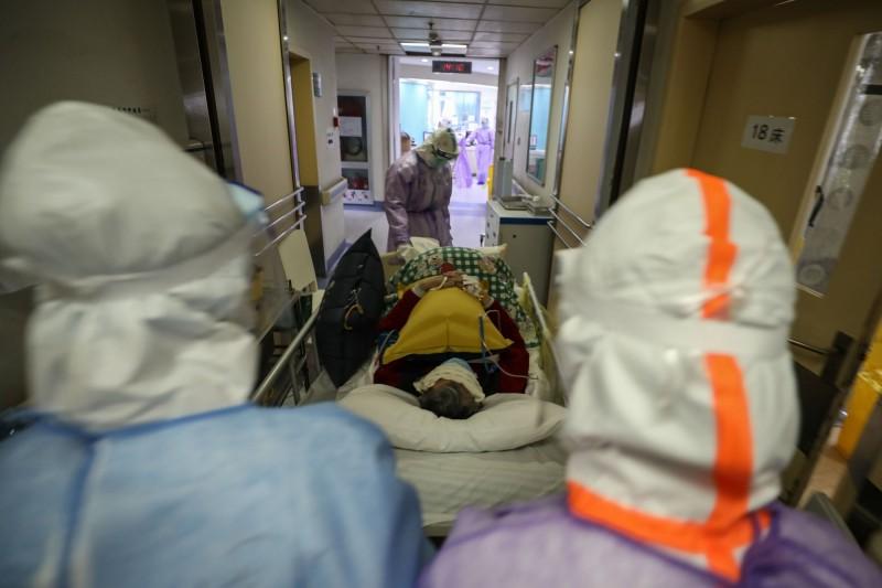 中國武漢爆發的新型冠狀病毒疾病疫情持續延燒。(法新社資料照)