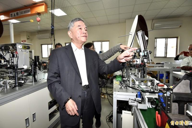 在經濟部長沈榮津的號召下,國內工具機業者齊心協力,開始建置60條全新的口罩生產線。(記者塗建榮攝)