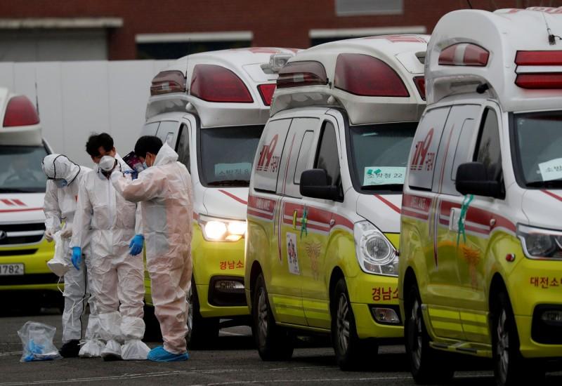 韓國今(7日)出現了首起孕婦確診病例,目前評估垂直感染(由母體傳染給嬰兒)的可能性相當低。(路透)