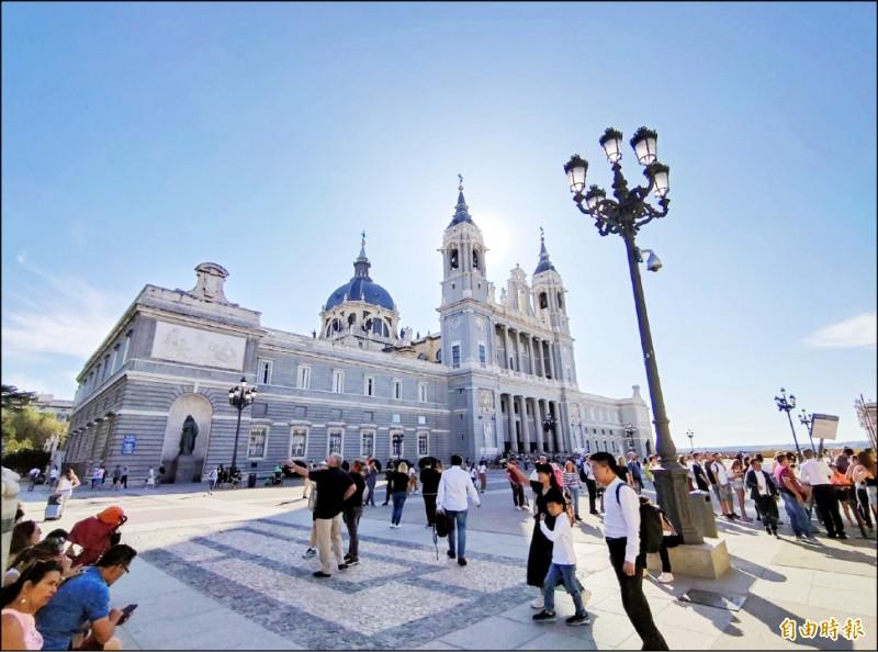 我流行疫情指揮中心將西班牙旅遊建議列為第二級「警示」。(記者吳亮儀攝)