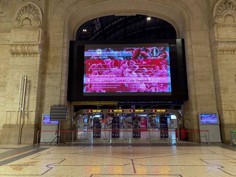 義國總理孔蒂除簽署法案,封鎖倫巴底大區和14省共1600萬人,米蘭主要車站已封閉。(路透)