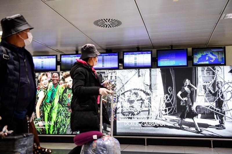 摩爾多瓦首起武漢肺炎確診病例有義大利旅遊史。圖為義大利米蘭機場。(法新社)