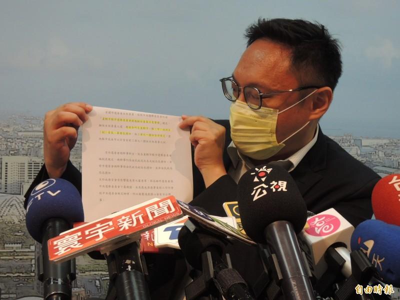 高市新聞局長鄭照新強調,副市長陳雄文擔任選委主委是依照法令進行。(記者王榮祥攝)