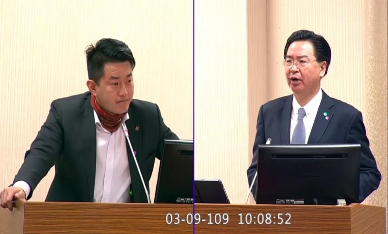 台灣基進黨立委陳柏惟質詢外交部長吳釗燮。(圖擷取自立院直播)