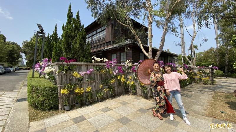 麻豆總爺藝文中心以3000株蘭花佈置,融入古蹟文化景觀,另有一番風情。(記者楊金城攝)