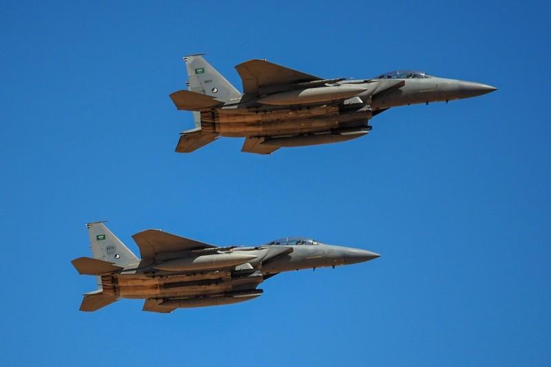 沙烏地阿拉伯在2015-19年的進口量,比2010-14年度增加了130%,圖為沙烏地阿拉伯皇家空軍F-15。(彭博)