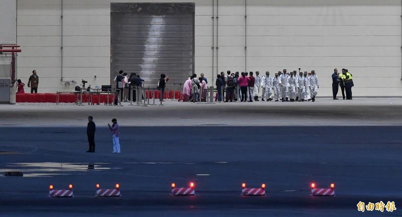 第二批武漢包機因檢疫問題,起飛時間有所延誤,但台灣方面已經做好各項檢疫準備工作,迎接第二批包機返台。(記者劉信德攝)