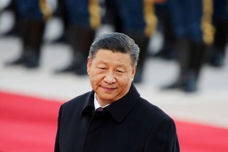 中國廣電總局籌備「抗疫」電視劇,要趕在中國國慶前登上螢幕,有人認為這是政治局常委王滬寧再把習近平(圖中)推向火坑。(路透資料照)