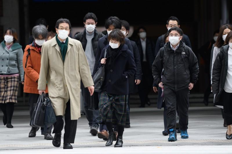 日本神奈川縣相模原市1名8旬男子因武漢肺炎病逝,目前日本累計已有16人死亡。(彭博)