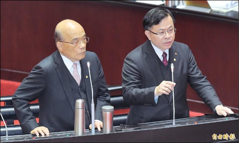 行政院長蘇貞昌(左)、NCC代理主委陳耀祥(右)10日在立法院備詢。(記者廖振輝攝)