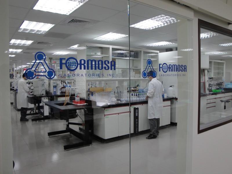 台耀化學是國內原料藥大廠,將與陽明大學、交通大學與台北榮民總醫院等合作,投入防疫藥物生產評估。(台耀化學提供)
