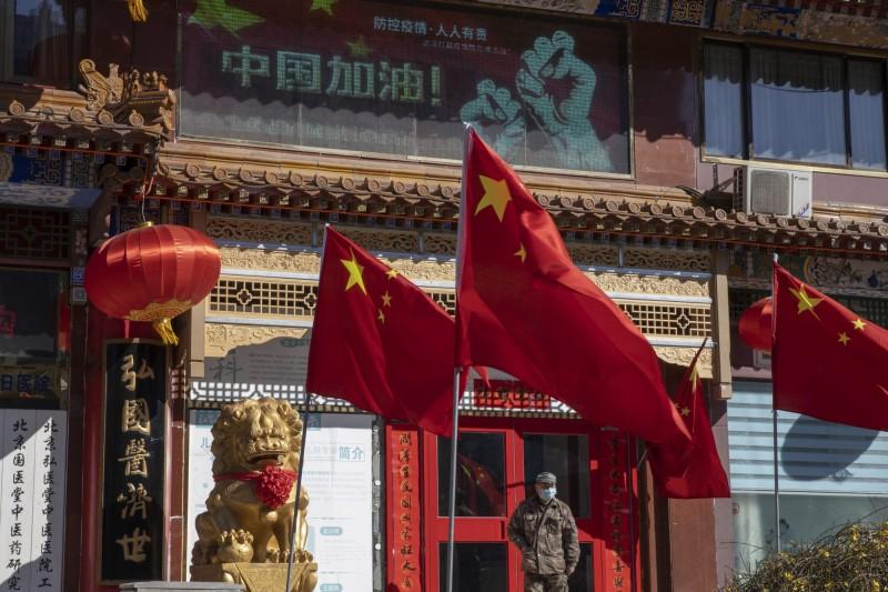 中國2020年起疫情、蟲害不斷,民間認為「皇朝末年疫症特別多」。(美聯社檔案照)