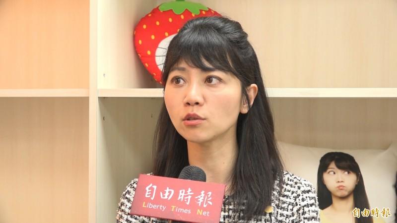 立委高嘉瑜表示,國民黨成為防疫「雷隊友」。(記者楊劼恩攝)