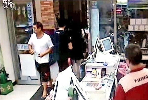 嫌犯邵建南案發後到超商購物。(資料照)