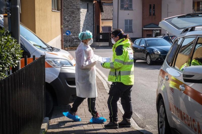 近日義大利疫情不斷升溫,外媒最新消息指出,義國確診病例已增加到1萬2462例,死亡則是增加到827人。(歐新社)