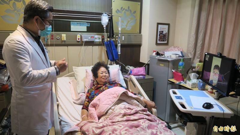 彰化醫院用視訊平台車讓親友「空中探病」。(記者顏宏駿攝)