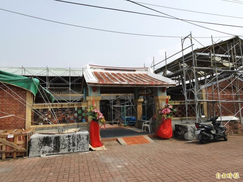 楠西江家古厝是全台保存完整的最大單姓聚落,目前仍居住當地約30戶,多為老一輩有上百人。(記者吳俊鋒攝)