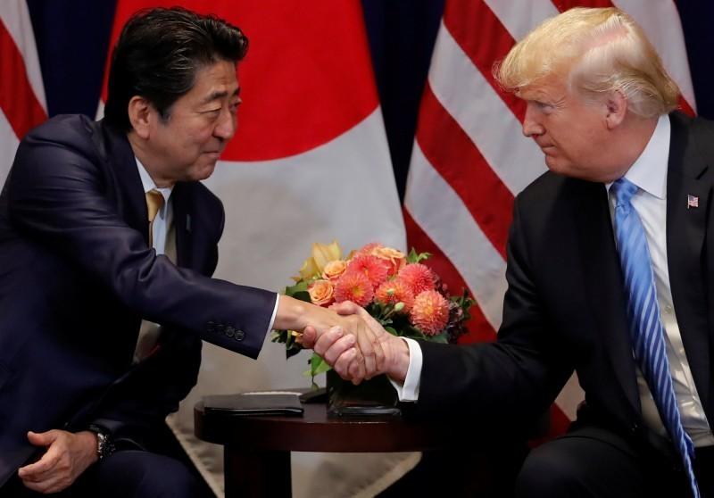 美國總統川普與日本首相安倍晉三於今天早上進行電話會議。(路透)