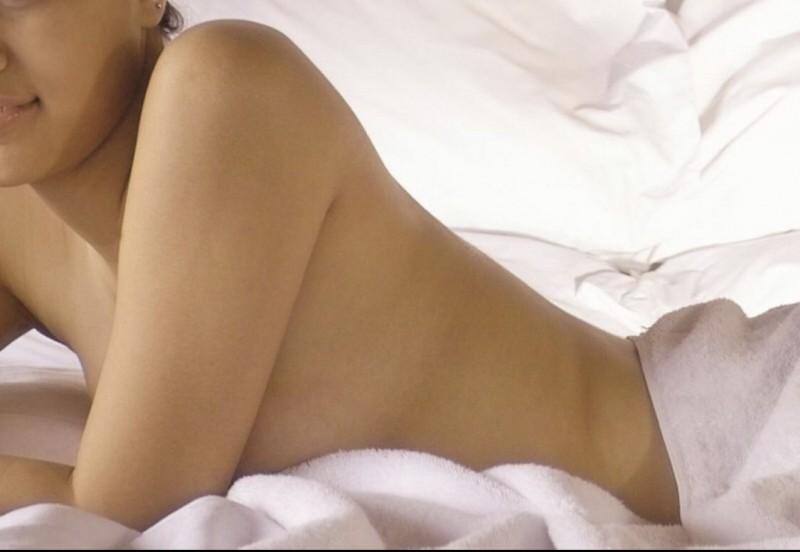 女子被前男友偷拍性愛影片散播,怒告求償百萬,男子遭判刑1年,須賠50萬元。照片人物與新聞事件無關。(情境照)