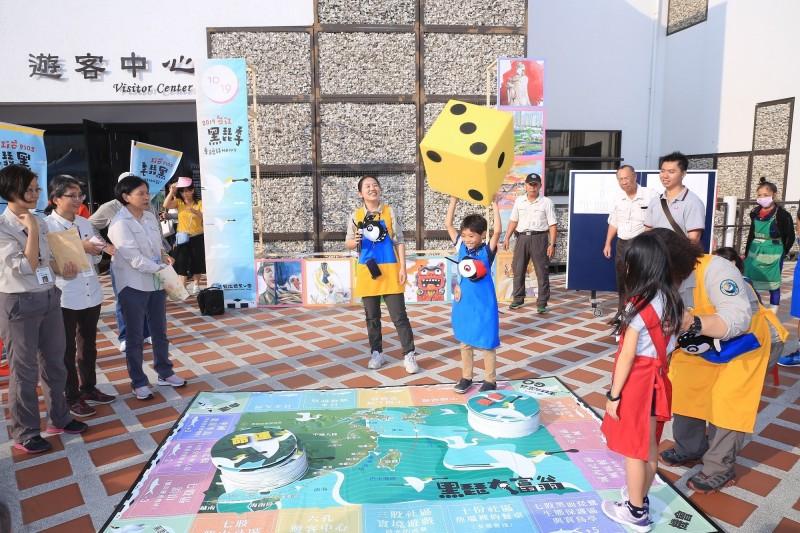 「千里飛行到台江」闖關活動將舉辦黑琵大富翁真人PK大賽。(圖由台管處提供)