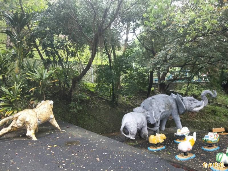 基隆市中正公園兒童遊戲場闢建超過一甲子,是許多五到七年級生的兒時共同回憶,但現況遊具、環境老舊需要整理。(記者林欣漢攝)