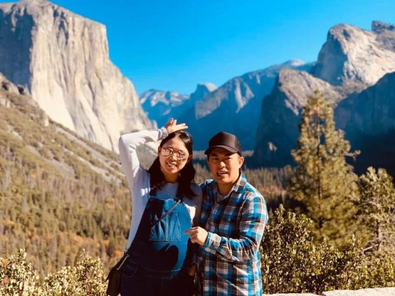 劉小姐(左)與丈夫旅居美國南加州,平時以經營民宿為生。(劉小姐提供)