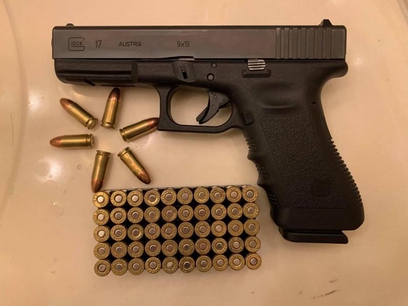 在這波抗疫搶購槍熱潮當中,GLOCK 17是許多華裔初次購槍的首選,我國軍警也有部分單位使用此款手槍。(台僑Hsing提供)
