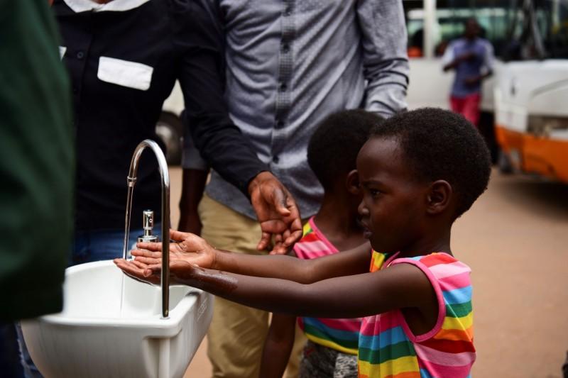 武漢肺炎蔓延到非洲大陸,包括納米比亞和盧安達今天都首度通報有病例。(路透)