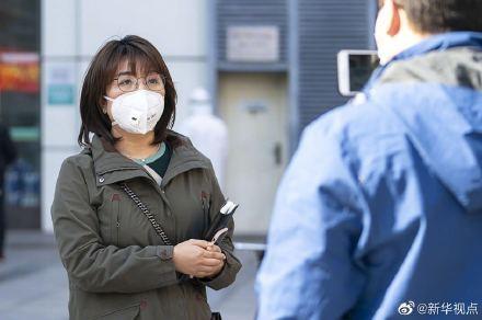 新華社記者廖君遭起底曾報導李文亮等8人造謠。(圖片取自微博)
