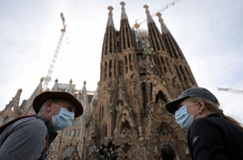 西班牙武漢肺炎疫情升溫,外媒報導,西班牙政府已起草一項法令,將宣布全國封城,下令民眾避免非必要外出。(路透資料照)