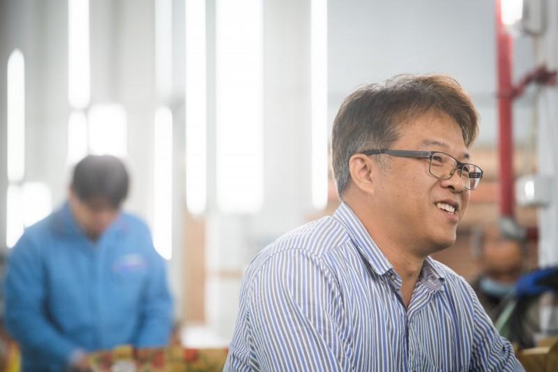 精密機械研究發展中心工程師蘇春榮參與口罩國家隊,認為家人支持是最大的支柱。(中央社)