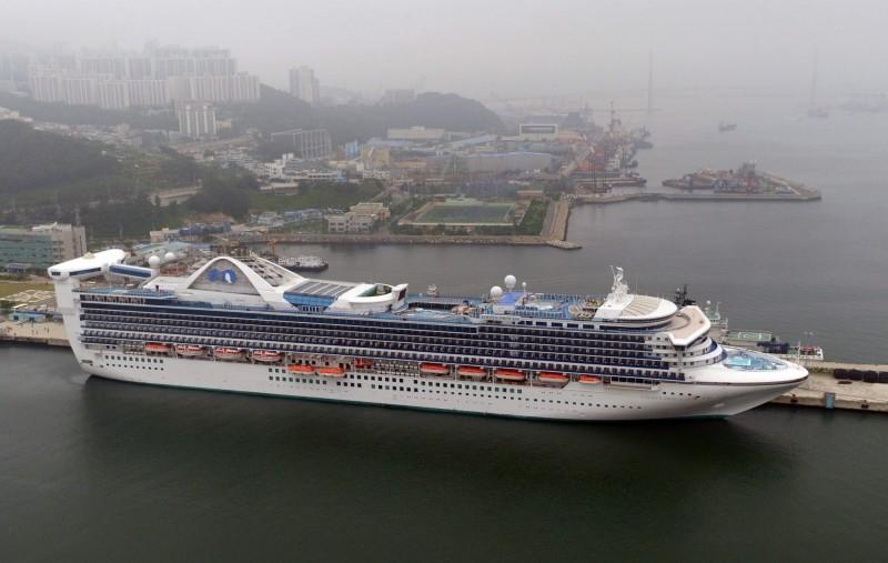 目前停靠在紐西蘭的黃金公主號船上有3人可能感染武漢肺炎,因此所有旅客都不得下船。黃金公主號示意圖。(歐新社)