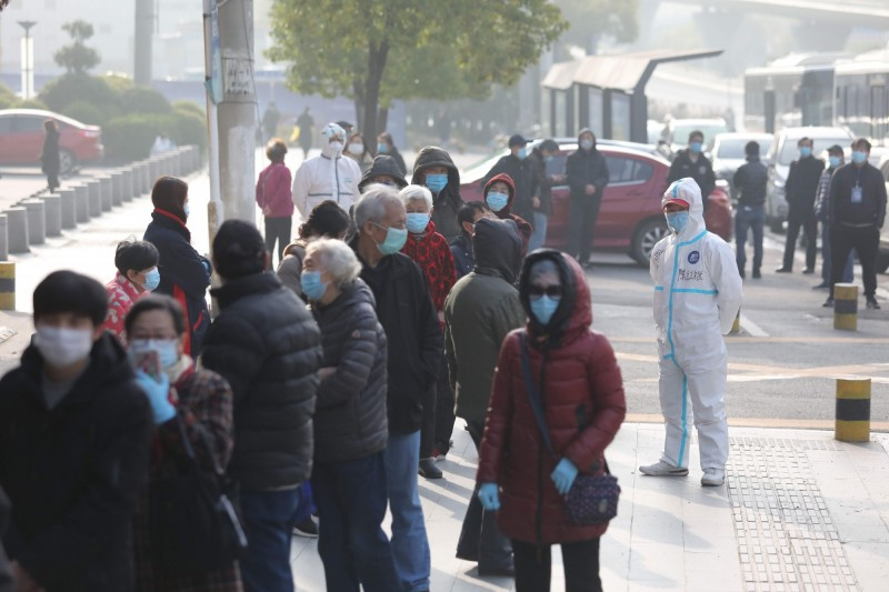 中國爆發疫情以來,累計確診數達81061例,但中國全境現存的確診數已經降到10816例。(法新社)