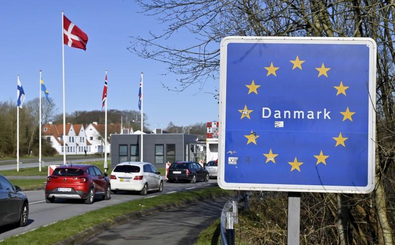 丹麥自周六起關閉所有邊境,至少持續一個月。圖為德國弗倫斯堡附近靠近丹麥的邊境關口。(美聯社)