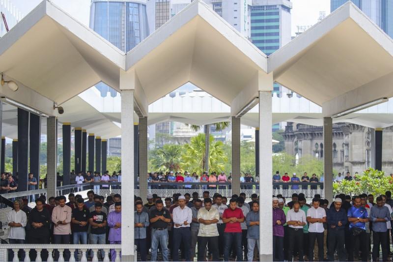 馬來西亞吉隆坡清真寺萬人大集會引爆當地疫情,馬來西亞今暴增190例確診,大幅刷新自武漢肺炎疫情爆發以來,單日新增確診紀錄。(歐新社)