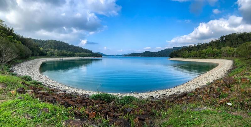 近來中南部缺水,水庫水位下降,透過攝影玩家的鏡頭,日月潭竟然也有嘉明湖的美。(陳琪元提供)