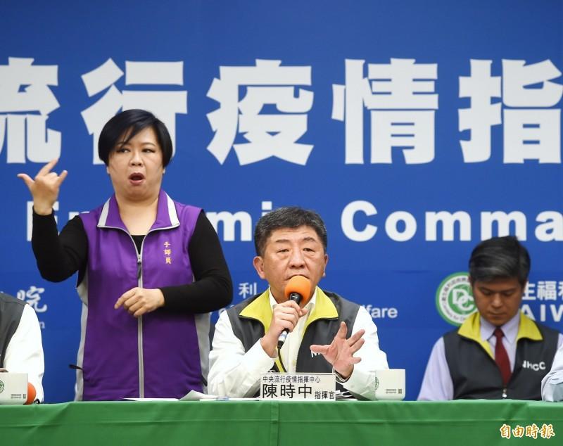 指揮中心指揮官陳時中認為「不宜」肉搜確診者個資。(記者方賓照攝)