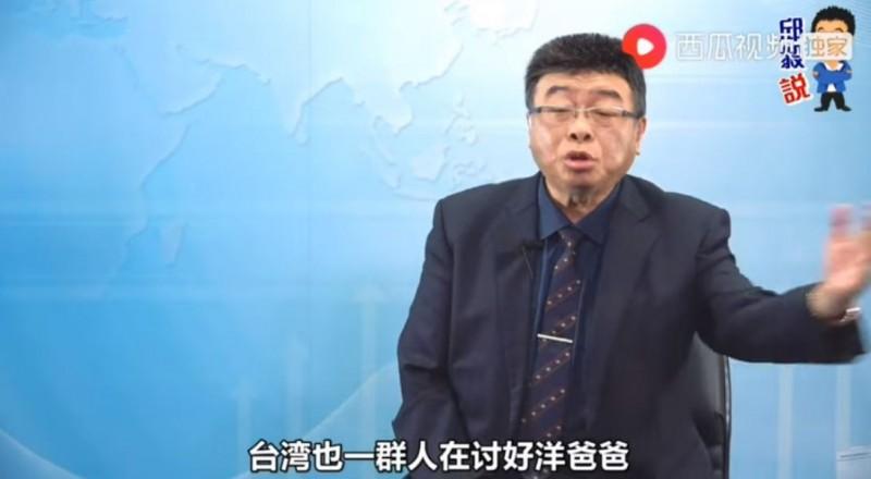 邱毅(見圖)指出,武漢肺炎疫情肆虐全球,台灣卻有人在討好洋爸爸。(圖取自邱毅說YouTube)