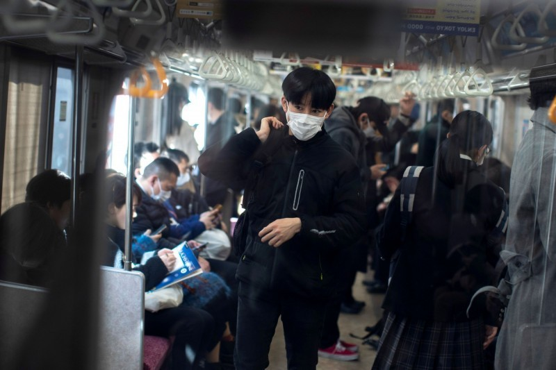 日本1名中年男子,15日晚間在日本栃木縣與群馬縣之間的兩毛線電車上,大喊「我是武漢肺炎感染者」,此舉導致兩毛線停止營運1小時。示意圖與新聞無關。(路透檔案照)