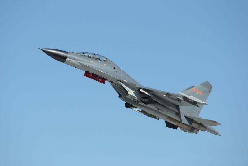 國防部證實,中國殲11型(見圖)等軍機,罕見於今晚7點飛越我國西南方空域。示意圖。(法新社檔案照)