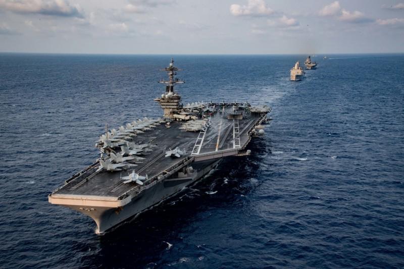 15日美利堅號與羅斯福號航母戰鬥群進行聯合演訓。(圖翻攝自美國太平洋艦隊臉書)