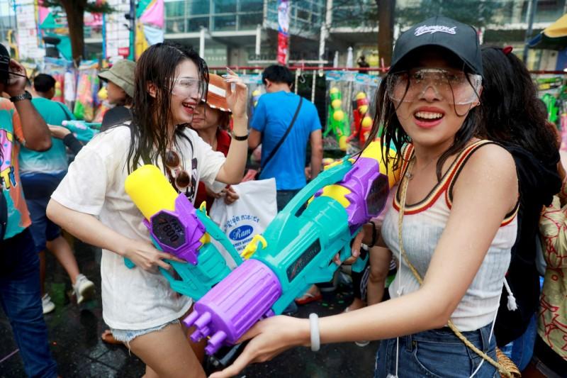備受遊客歡迎的泰國新年潑水節(宋干節)連假將延後。(路透)