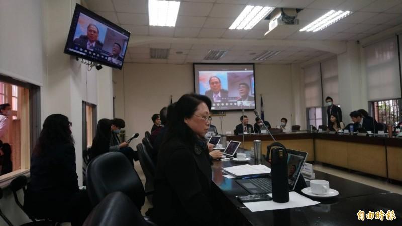 立法法今日院務會議由立法院長游錫堃與秘書長林志嘉進行「視訊會議測試演練」,雙方順利視訊連線成功。(記者陳鈺馥攝)