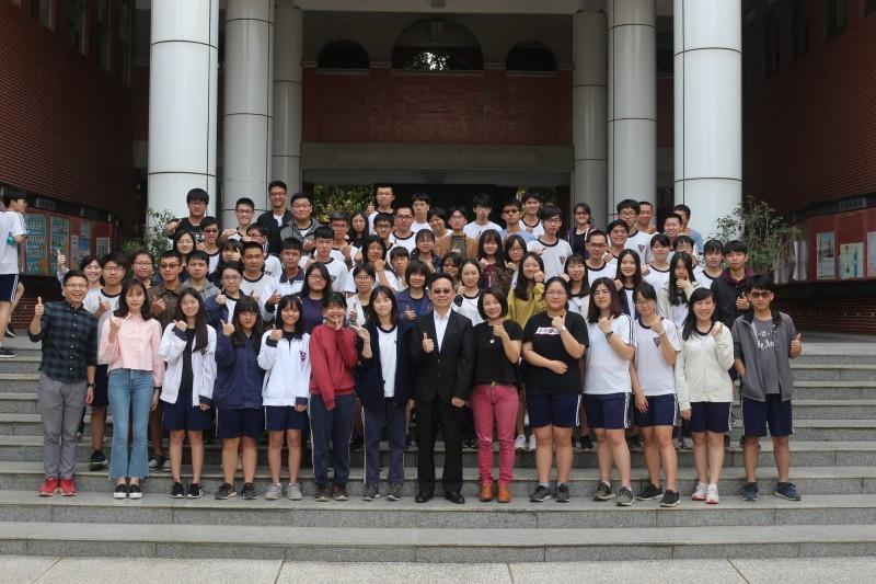 大學繁星放榜,台南二中有70人錄取,牙醫一階通過1人,創歷史新高。(台南二中提供)