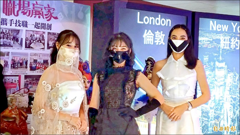 台北市教育局與興采實業公司、北市高職進行產學合作計畫,讓高職生透過專題實作課程,發揮創意與設計能力,打造時尚口罩布套。(記者蔡亞樺攝)