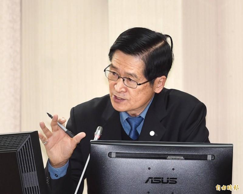 國防部長嚴德發今在立法院表示,今年5月的教召也會停辦。(記者方賓照攝)