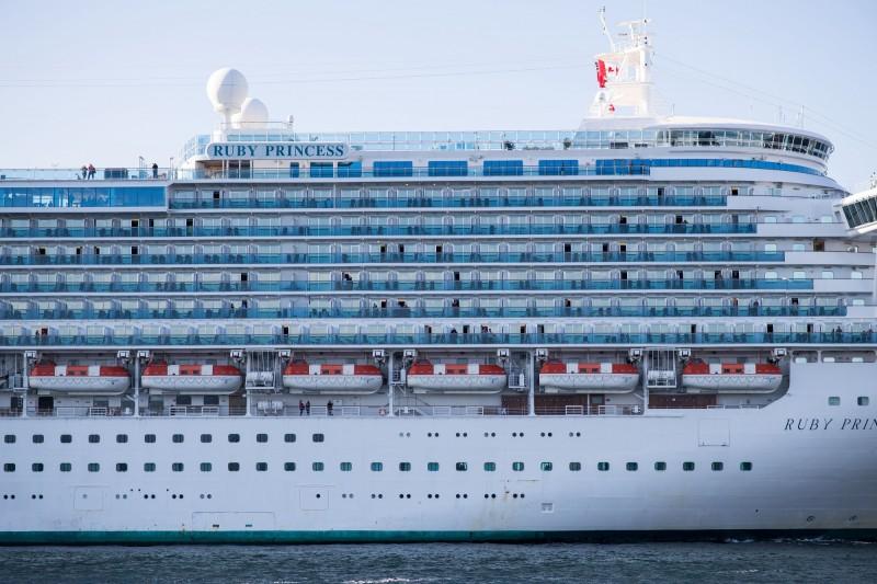 紅寶石公主號(圖)傳出至少3人確診感染武漢肺炎,澳洲當局正緊急聯絡已下船的2700名乘客。(彭博)